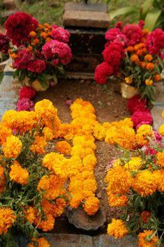 cempesuil cross on grave - San Bartolo Coyotepec, Oaxaca