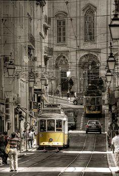 lissabon - street 5 by riisli, via Flickr