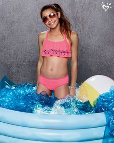 bikini store bryster Miss Martin Hobro