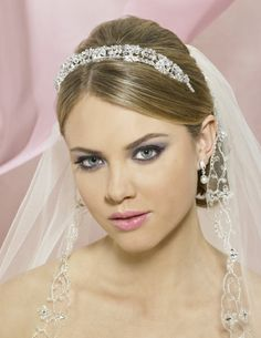 wedding hairstyles for short hair with tiara and veil