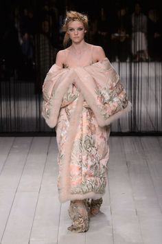 Pin for Later: Alexander McQueen Makes a Triumphant Return to London Fashion Week Alexander McQueen Autumn/Winter 2016