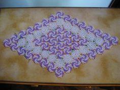 centrino spirali 60x30 Beading Tutorials, Beading Patterns, Egg Decorating, Beaded Lace, Bead Art, Bead Weaving, Doilies, Knit Crochet, Diy And Crafts
