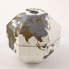 Voyage Foldable Globe Timezone