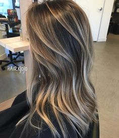 Long Wavy Ash-Brown Balayage - 20 Light Brown Hair Color Ideas for Your New Look - The Trending Hairstyle Cabelo Ombre Hair, Brown Hair With Blonde Highlights, Color Highlights, Brunette With Blonde Highlights, Blonde Balayage Highlights, Subtle Balayage, Bronde Balayage, Chunky Highlights, Caramel Highlights