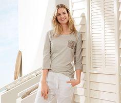 Shirt für 16,95€ -  Mit effektvollen Strukturgarn und einer paillettenbesetzter Brusttasche.