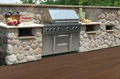 backyard grilling on the deck Custom Bbq Grills, Decking Planks, Kitchen Dining, Kitchen Island, Backyard, Patio, Composite Decking, Outdoor Living, Outdoor Decor
