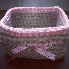 Szaro-różowy kwadratowy koszyczek na bibeloty