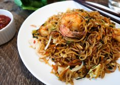 Give Indonesian cooking a try! This mie goreng recipe with chicken and shrimp is packed with flavor, fresh ingredients, and love for beautiful Bali! Asian Noodle Recipes, Indian Food Recipes, Asian Recipes, Vegetarian Recipes, Ethnic Recipes, Indonesian Food, Mi Goreng Recipe, Balinese Recipe, Kitchens