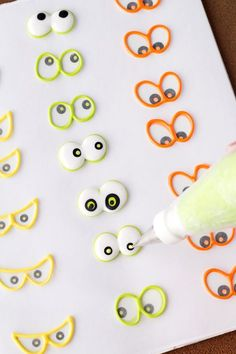 Use stickers to make Spooky Candy Eyes also known as Royal icing transfers or candy decorations. They're helpful tools to use when decorating cookies. Thanksgiving Cookies, Fall Cookies, Iced Cookies, Royal Icing Cookies, Cupcake Cookies, Cookie Icing, Christmas Cookies, Cookie Recipie, Christmas Crack