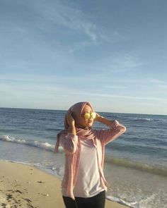 Setahunbaru: Hijab In Love Hijab Casual, Ootd Hijab, Casual Outfits, Hijab Fashion, Fashion Coat, Beach Poses, Poses For Pictures, Summer Photos, Muslim Women