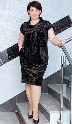 Идеальное бархатное платье для идеальной пышнотелой фигуры – Мода для полных Jean Dress Outfits, Curvy Outfits, Stylish Outfits, Elegant Dresses, Pretty Dresses, Casual Dresses, Dresses For Work, 40s Fashion, Fashion Outfits