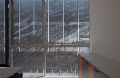 Te presentamos este proyecto de Juan Purcell Arquitectos, APRO Calama, en el cual destacamos la utilización de nuestro poducto Stripscreen, con un perforado temático, plasmado en la imagen de El Minero, personaje de la zona que hace posible la existencia de esta Ciudad.