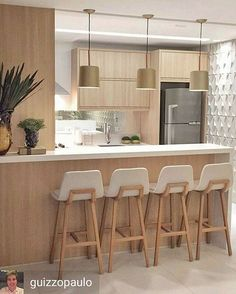 Bom sábado! Com esse belo projeto. #profissionalnewline @Regrann from @guizzopaulo - Começando a semana com essa cozinha gourmet toda em Carvalho bancadas em Silestone branco Zeus e um toque de dourado nas luminárias! #arquitetura #arquiteturadeinteriores #decor #decoracao #design #interiordesign #wood #kitchen #homedecor #gourmet #gold #murano #done - #regrann