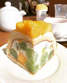 切ってもフルーツがびっしり😍 幸せ〜♡ #ケーキ#cake#🎂#🍰#sweet#sweets  #ホールケーキ#誕生日ケーキ #happybirthday#instagood#instafood  #目黒#フルーツパーラー#リーベル #果実園リーベル#fruit#fruits