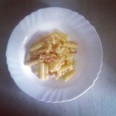 Not the best photo but i was so hungry after my late gym session i really didn't mind cmq e venuto buono   Il mio pranzo oggi è pasta carbonara piu o meno e il mio preferito cibo  80g pasta intergrali 2 ouvo una manciata di pancetta  e per finire un caffè perché quasi sto dormendo a piedi e devo andare a lavorare  #lunchtime #homemade #homemadefood #lunch #buonappetito #lapappa #pranzo #pranzetto #pausapranzo #buono #intergrali #carbs #carbslunch #biglunch #freshfood #marketfood #pancetta…