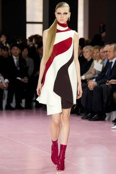 Christian Dior Fall 2015 Ready-to-Wear Collection Photos - Vogue Fashion Week Paris, Runway Fashion, Womens Fashion, Fashion Trends, Look Fashion, High Fashion, Fashion Show, Fashion Design, Christian Dior