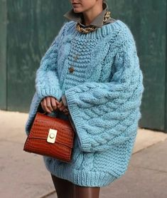 Knitwear Fashion, Knit Fashion, I Love Mr Mittens, Fall Outfits, Fashion Outfits, Knitted Cape, Moda Paris, Sweater Weather, Fashion 2020