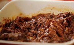 Carne assada no vinho e na panela de presso do chef Felipe Bronze (Foto: GNT)