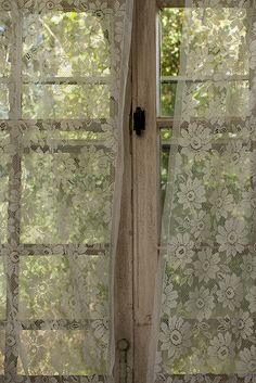Love this see-through window covering idea. So delicate, fancy and relaxed at the same time.