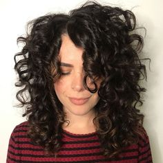 Mid-Length Curly Hairstyle with Off-Centre Part Mid Length Curly Hairstyles, Curly Hair With Bangs, Long Face Hairstyles, Haircuts For Curly Hair, Mid Length Hair, Curly Hair Cuts, Short Curly Hair, Curly Hair Styles, Wavy Curls