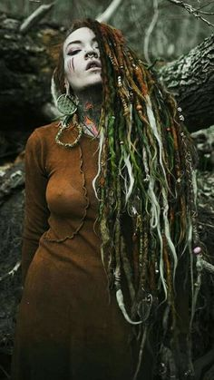 How do you even carry the weight if all that extra crap in your dreads? It's like the swamp monster! Beautiful People, Beautiful Women, Dreads Girl, Estilo Hippie, Foto Art, Inked Girls, Models, Girl Tattoos, Red Hair