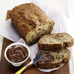 Nutella cake Have a cake with the famous spread . See the Nutella cake recipe Cake Au Nutella, Granola Cookies, Homemade Cakes, Sweet Bread, Cooking Time, Fall Recipes, Banana Bread, Sweet Tooth, Food Porn
