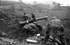 German Paratroopers shooting 105 mm recoilless LG 40 by tormentor4555, via Flickr