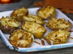 Ofenkartoffeln mit Käsekruste ist ein Rezept mit frischen Zutaten aus der Kategorie Wurzelgemüse. Probieren Sie dieses und weitere Rezepte von EAT SMARTER!