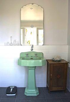 Home Interior Bathroom .Home Interior Bathroom Lavabo Vintage, Vintage Sink, Bad Inspiration, Bathroom Inspiration, Vintage Bathrooms, Green Bathrooms, Vintage Bathroom Decor, Laundry In Bathroom, Mint Bathroom
