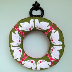 Christmas Dove Wreath |