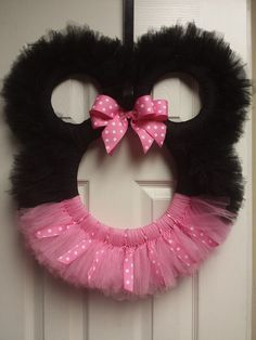 . Mickey Mouse Wreath, Disney Wreath, Minnie Mouse Party, Tulle Crafts, Wreath Crafts, Wreath Ideas, Tutu Wreath, Mesh Ribbon Wreaths, Homemade Wreaths