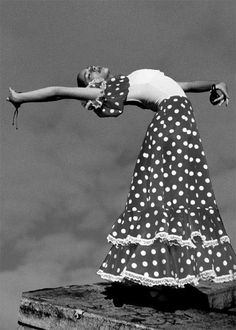 Buenos días! Equilibrio cuerpo y mente #Flamenco y #castañuelas #Tócalas! en http://castanuelas.com #finde calentito