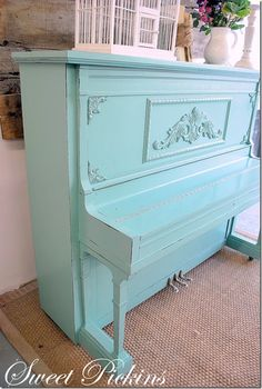 How to paint a piano... I would love to have this one!