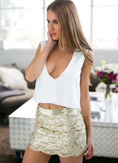 Gold Scallop Sequin Mini Skirt by Xenia Boutique Sequin Mini Skirts, Sequin Skirt, Cute Concert Outfits, Looks Pinterest, High Neck Top, Body Con Skirt, Indie Fashion, Wild Things, Bellisima