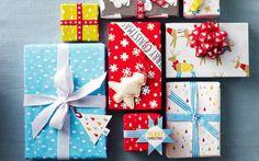 замотати поклон и ознаке на божићне поклоне