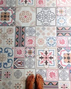 --------------------------------------------#tiles #tilelove #tilesaddiction #tileaddiction #ihavethisthingfortiles #ihavethisthingwithtiles #ihavethisthingwithfloors #fromwhereistand #patterns #azulejos #floors #urbanexplorer #exploringtheglobe  #travelgram #lamochilainfame #traveler #chiquileros #southeastasia #sudesteasiatico #tiles #backpacking #travelbug #neverstopexploring #Indonesia #geometry #kutabali #bali by sannevita