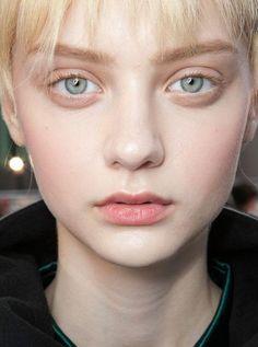 10 tricks to enlarge your eyes - .- 10 tricks to enlarge your eyes – # enlarge - Beauty Skin, Beauty Makeup, Hair Makeup, Hair Beauty, Cheek Makeup, Nude Makeup, Nastya Kusakina, Photographie Portrait Inspiration, Taylor Marie Hill