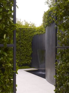 Ultimate Luxury: 10 Favorite Fountains and Garden Water Features - Gardenista Green Landscape Design Modern Landscape Design, Modern Garden Design, Green Landscape, Modern Landscaping, Landscape Architecture, Backyard Landscaping, Modern Design, Landscaping Design, Hydrangea Landscaping