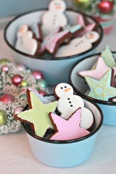 Barn Light Electric Graniteware Bowls with Christmas Cookies