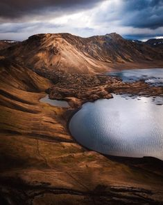 Landmannalaugarm - a place in the Fjallabak Nature Reserve in the Highlands of Iceland 💙————————————————————————Photo credit: Adventure Photography, Scenic Photography, Landscape Photography, Nature Photography, Inspiring Photography, Photography Magazine, Film Photography, Nature Pictures, Cool Pictures