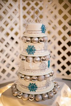 Snowflake Christmas themed wedding cake!!