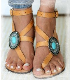 25 Beautiful Casual Shoes Ideas That Will Make You Look Fabulous - Shoes Market Experts Cute Sandals, Cute Shoes, Me Too Shoes, Trendy Shoes, Pretty Sandals, Gladiator Sandals, Leather Sandals, Flat Sandals, Shoes Sandals