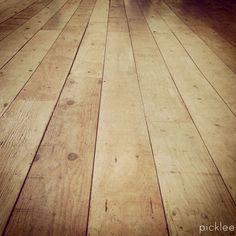 Farmhouse wide plank floor tutorial, done using PLYWOOD! AMAZING!