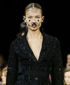 FW2015-16_Les piercings de Givenchy- is this too much? Ethnic in the urban !