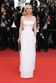 "Kristen Dunst in Dior Haute Couture at the ""Loving"" premiere."