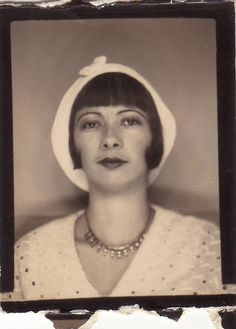 +~ Vintage Photo Booth Picture ~ Miss Elegant in her white beret. Antique Photos, Vintage Photographs, Old Pictures, Old Photos, Vintage Photo Booths, Vintage Beauty, Vintage Hair, Beautiful Girl Image, Portraits