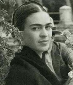 Magdalena del Carmen Frida Kahlo y Calderón, best known as Frida Kahlo, painter recognized all over the world for her self-portraits which testify of the fragi Diego Rivera, Famous Artists, Great Artists, Frida E Diego, Frida Kahlo Birthday, 3 4 Face, Famous Mexican, Mexican Artists, Woodblock Print