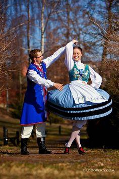 Stroje Kaszubskie Kaszëbë Traditional folk costumes from Kashubia Polish Folk Art, Flamenco Dancers, Folk Dance, Beautiful Costumes, Dance Photos, Folk Costume, Ethnic Fashion, People Around The World, Dance Costumes