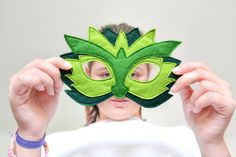 Children´s felt dragon mask. Great for Carnival and school plays.  All hand cut and machine stitched.  There is an extra felt backing to make it sturdy and long lasting. The elastic band is...
