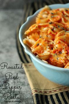 Roasted Red Pepper Pasta from cravvingsofalunatic.com- Simple, meatless pasta recipe. Absolutely delicious! (@CravingsLunatic)